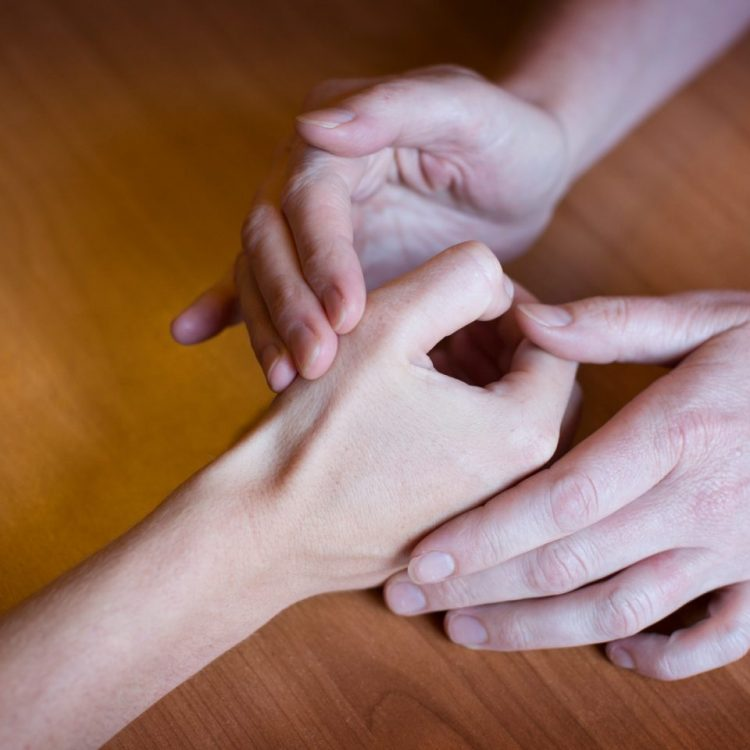 Central Victorian Hand Therapy - Our Therapists treat thumb conditions.